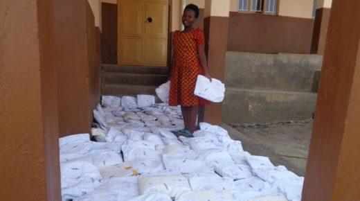 Päckchen-Packen für Abaana Afrika e. V. Päckchen-Pack-Aktion der ULRICH PERSCHMAN STIFTUNG mit Perschmann Mitarbeitern